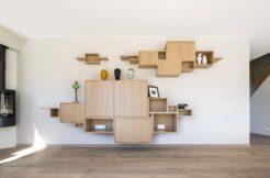 Les aménagements intérieurs sont bien pensés pour optimiser l'espace