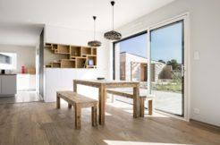 Les matériaux utilisés et la prédominance du bois donnent style et cohérence au projet global