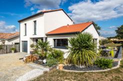 Le mariage de la tradition et de ma modernité donne du caractère à cette construction individuelle des pays du Sud de la Loire