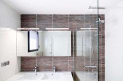 salle d'eau de la suite parentale avec double vasqe et douche à l'italienne