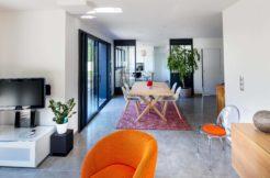 Le design de la construction est tout en légèreté malgré une maison très spacieuse