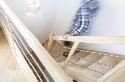 Les tons neutres de la décoration et la qualité du mobilier s'accordent parfaitement avec l'ensemble de la construction