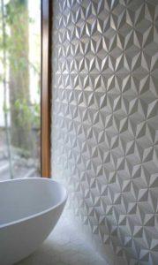 Utilisation de la faïence géométrique pour apporter du cachet et du relief à la décoration