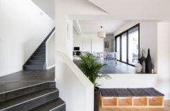 Les demi niveaux donnent beaucoup d'originalité à l'espace intérieur de la maison