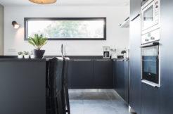 Une cuisine moderne à l'image du reste de la maison