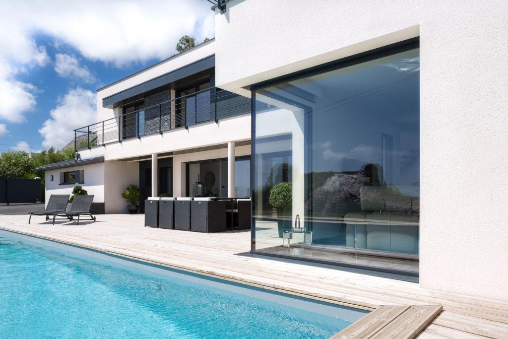 Une maison individuelle ou intérieur et extérieur se rejoignent pour ne former qu'un seul espace de vie convivial