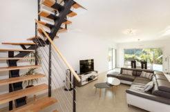 Salon et escalier bois avec barreaudage