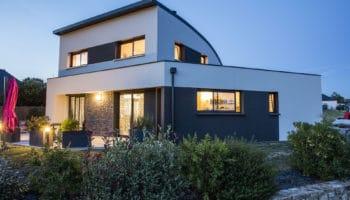 Maison contemporaine avec toiture cintrée dans le Morbihan (56)