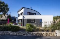 Maison individuelle moderne vue de côté