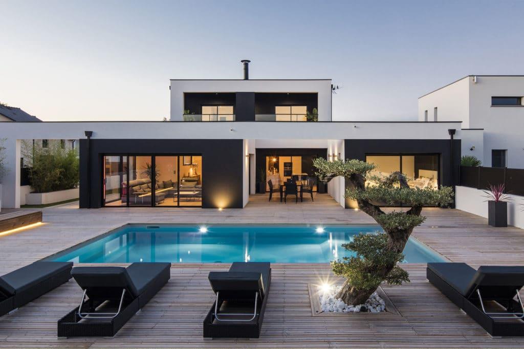 Maison design de rêve avec terrasse et piscine