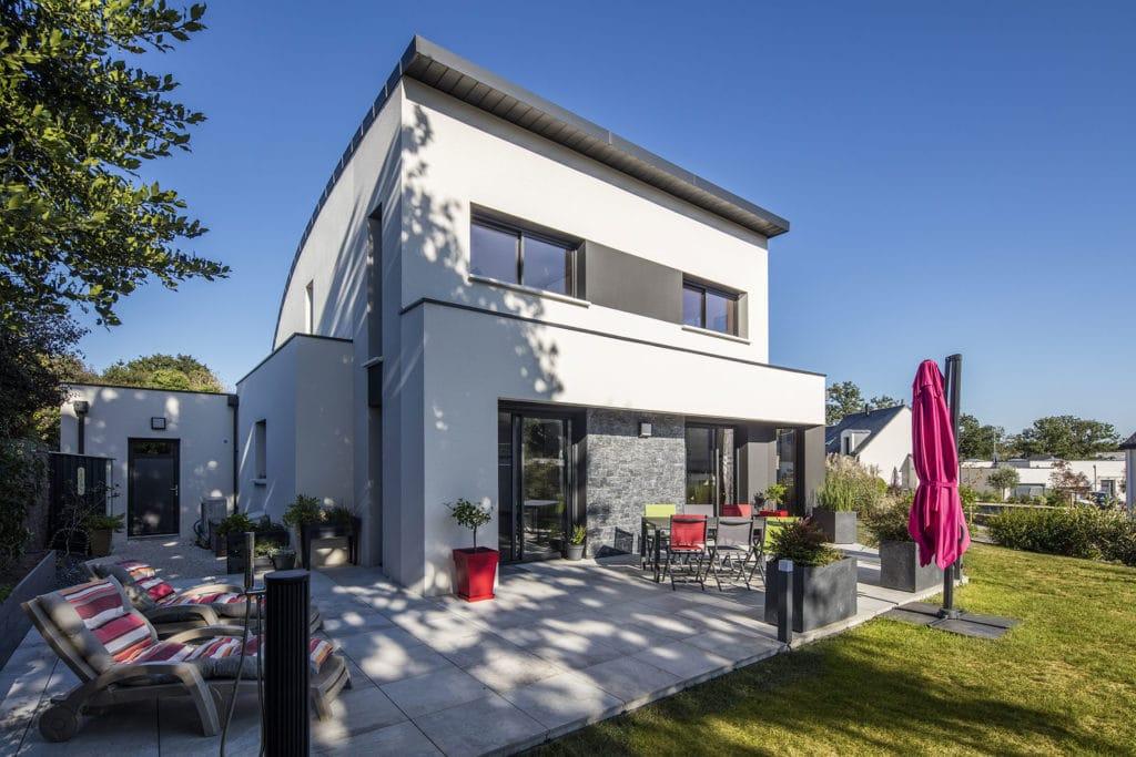 Maison moderne vue du jardin